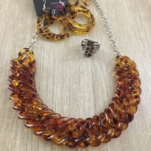 Jewelry - Brown acrylic necklace